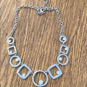 Jewelry - Silver tone geometric design necklace w/crystals